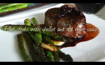 Fillet steaks with shallot and red wine sauce